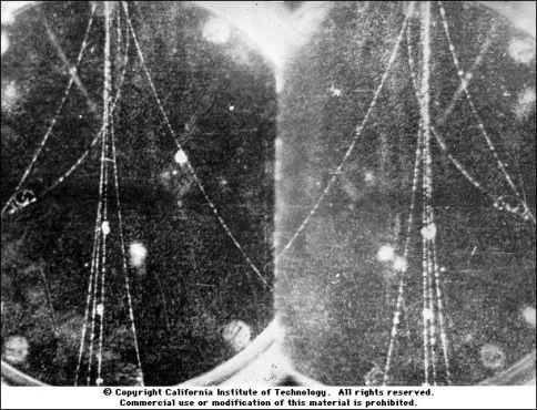 electron_positron_cloud_chamber_tracks2